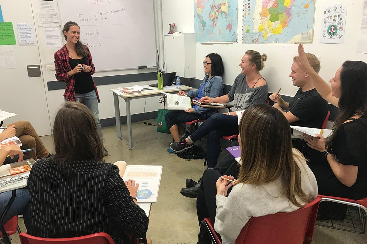 Foto de la clase en el curso de preparación al examen oficial DELE
